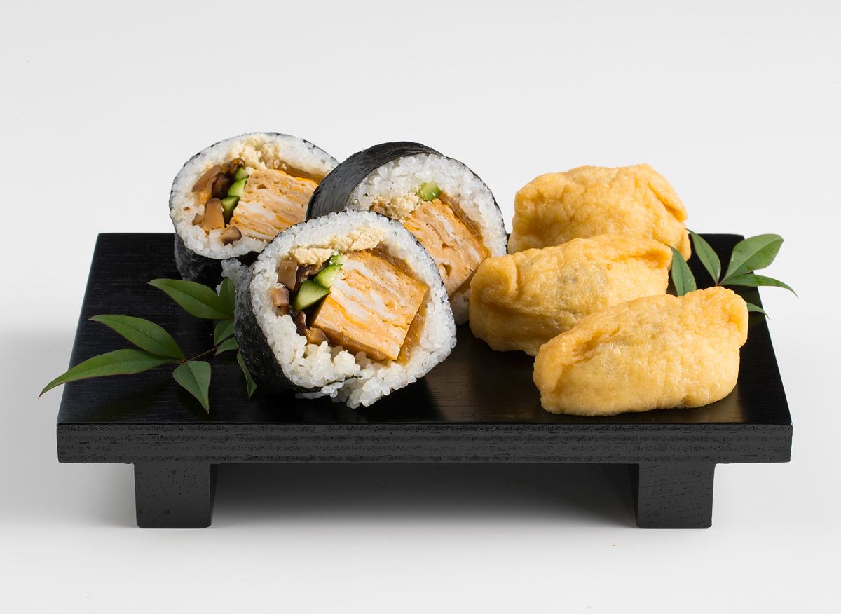 天然鯛のそぼろ巻寿司といなりのセット(1折)(1620円)【㈱亀松食品】